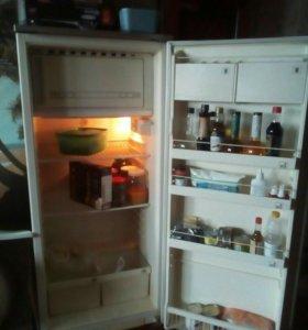 Холодильник бу.