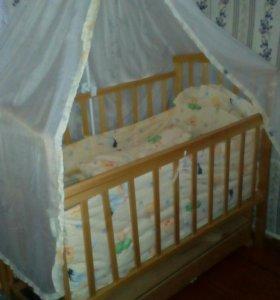 Деревянная кроватка детская
