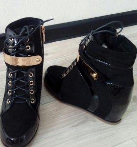Новые модные ботинки на танкетки 36 и 40р