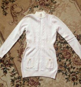 Платьице тепленькое,одето 1 раз.размер 4-5 лет