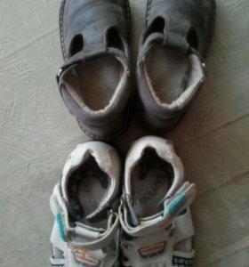Обувь детская,цена за обе пары