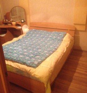 Двуспальная кровать + матрас + 2 тумбочки