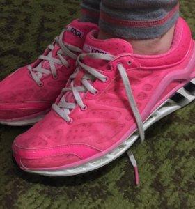 Женские кроссовки Adidas ClimaCool