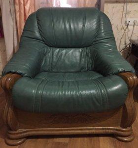 Кожанный диван и два кресла