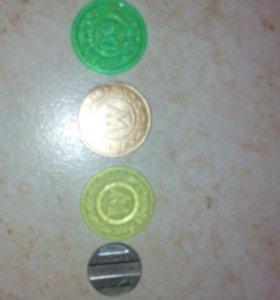 монеты .;жетоны на метро