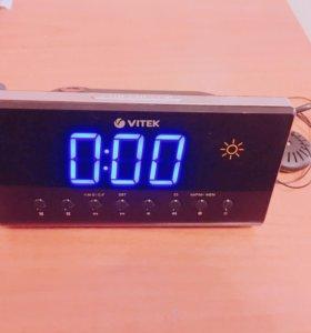 Радиочасы Vitek VT-3526