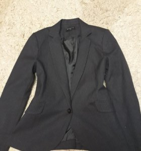 Приталенный пиджак