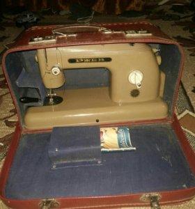 Швейная машина.новая