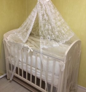 Детская кроватка (матрасик,комплект) и комод