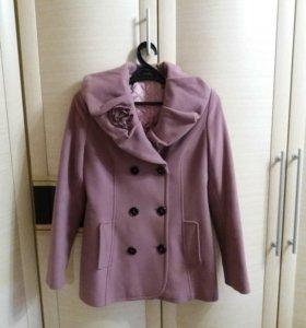 Утепленное пальто( 48 размер)