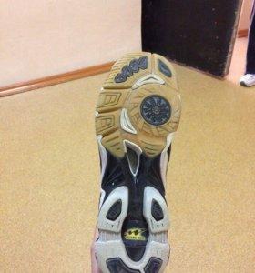 Кроссовки волейбольные