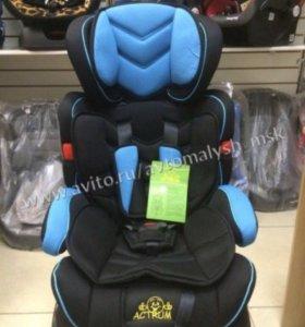 Нежно голубое с подголовником кресло а авто