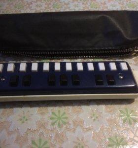 Губная гармонь с клавишами