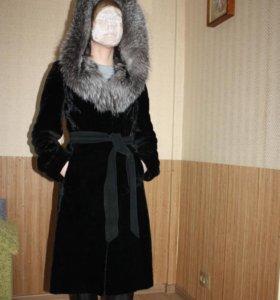 Шуба мутон с капюшоном из чернобурки