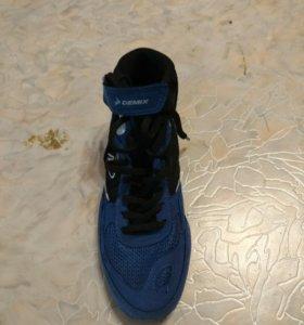 Спортивные кросовки для занятий боксом,борьбы