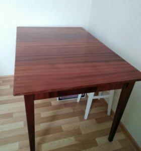 Продается лакированный стол