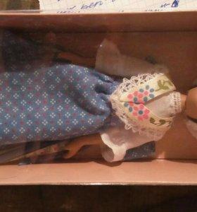 Фарфоровая коллекционная кукла