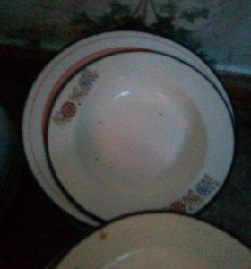Металлические тарелки , миски