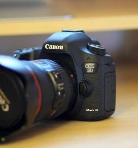 Canon EOS 5D Mark III body + полный комплект