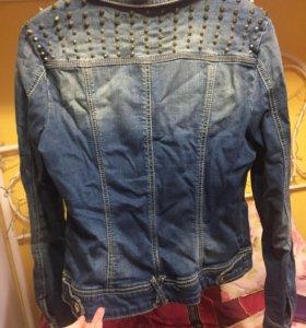 Джинсовая куртка с шипами металическими