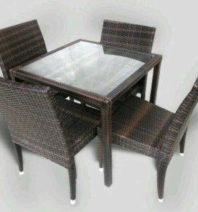 Ротанговый стол со стульями