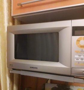 """Микроволновая печь """"Samsung""""."""
