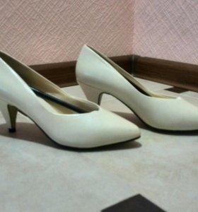 Новые Женские кожаные туфли, р 35-36