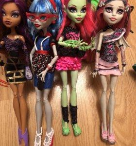 Куклы монстр хай из сета «вечеринка»