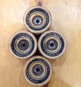 Колеса с подщипникамина лонгборд скейт или крузер