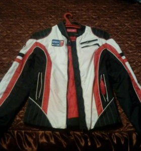 Куртка спортивная.