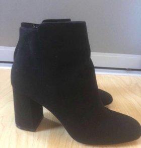 Ботинки женские чёрные.