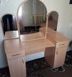 Продам туалетный столик
