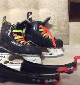 Коньки хоккейные+ чехлы.