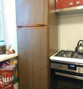 Холодильник двухкамерный цвет Орех