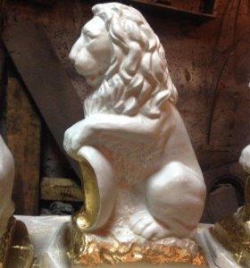 Скульптура льва