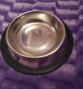 миску металлическую с резиновой прокладкой