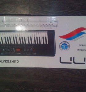 Синтезатор новый на гарантии