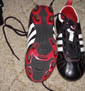 Футбольные бутсы адидас