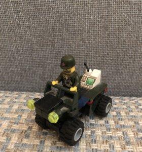 LEGO военная машина