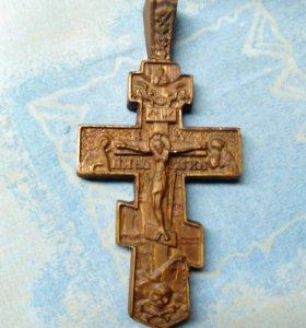Крест в автомобиль из дерева