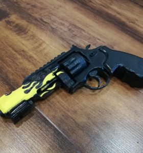 Револьвер R8 из дерева