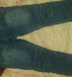 Продам джинсы на 2-3 года