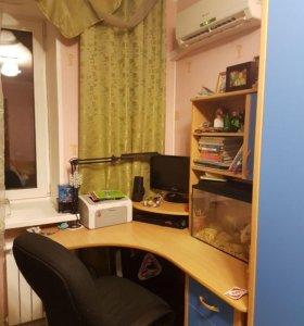 Детский уголок с кроватью, столом и шкафом