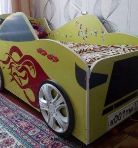 Кровать в форме машинки