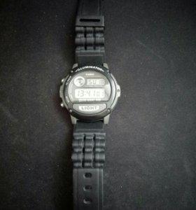 Наручные электронные часы.