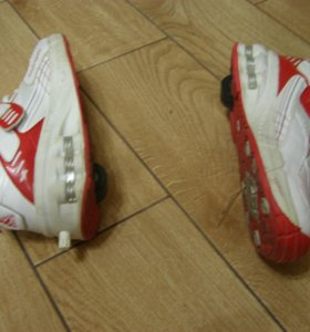 Кроссовки на колесиках. 37 размер