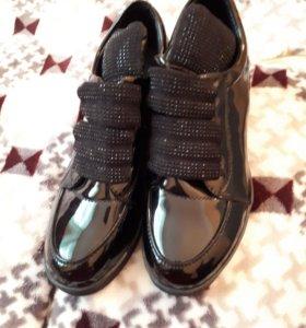 Ботинки женские лакированные
