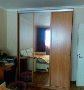 Шкаф 3-х дверный, с зеркалами.