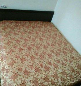 Двусхпальная кровать