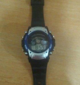 Часы показывают от 1до12